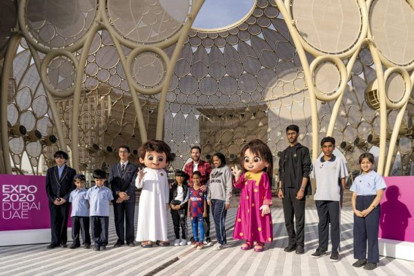 طلّاب مدارس يلتقون ميسي في قلب موقع إكسبو 2020 دبي