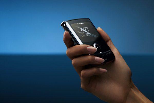 إطلاق هاتف motorola razr بإصدار جديد ومبتكر في الإمارات