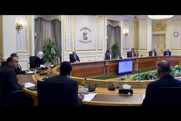 """رئيس الوزراء المصري يتابع موقف توافر المستلزمات الطبية والجهود المبذولة لمواجهة فيروس """"كورونا"""" المستجد"""