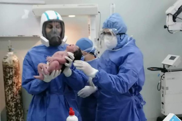 ثالث حالة ولادة لمصابة بكورونا داخل المستشفيات التعليمية