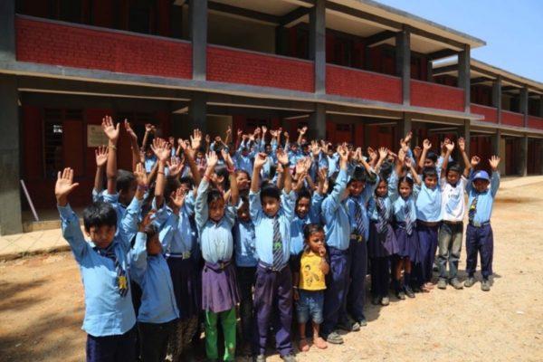 منصة ؤ أي ديلز تدعم التعليم العالمي