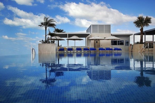 """فندق """"جراند كوزموبوليتان دبي"""" يطلق عرض الإقامة الطويلة"""