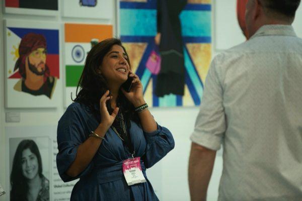 معرض فنون العالم دبي يسلط الضوء على الإبداعات الفنية