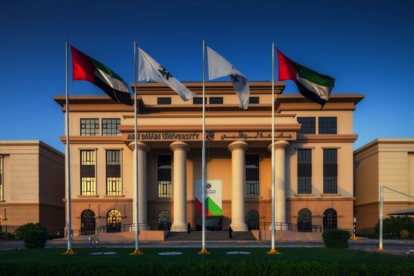 """قسم """"بيتا جاما سيجما"""" في جامعة أبوظبي يستضيف سلسلة من المتحدثين العالميين ضمن جلسات افتراضية"""