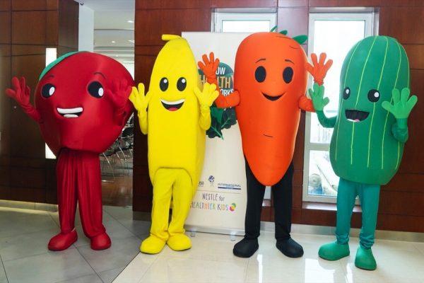 طهاة محترفون يشاركون في فعاليات طهي للأطفال