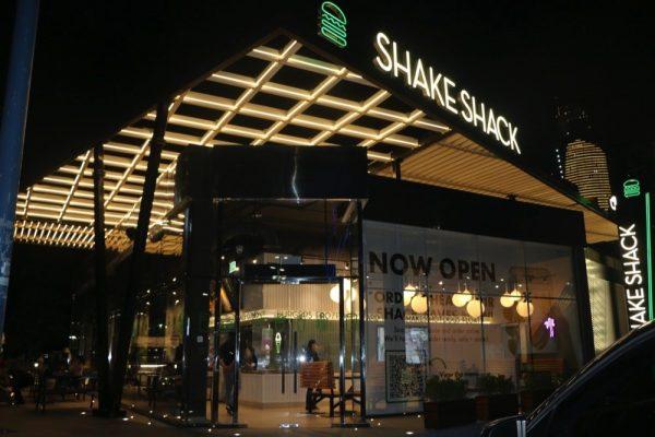 استمتع بطعم الشاك في فرع شيك شاك الجديد في أبوظبي