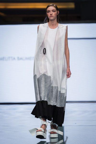 """""""عالم من الأزياء"""" يسلط الضوء على أشهر مصممات وأيقونات الأزياء"""