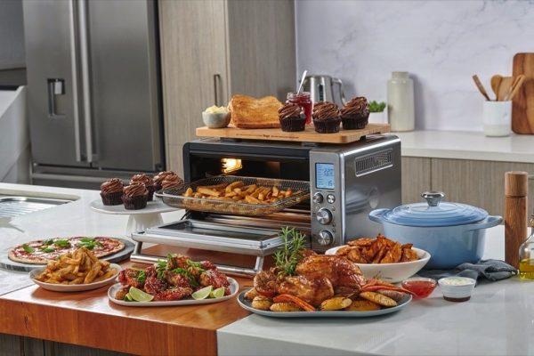مجموعة من أشهر الطهاة يحضّرون عشاء عيد الميلاد