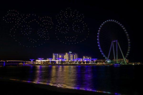عروض طائرات الدرون الضوئية خلال مهرجان دبي للتسوق
