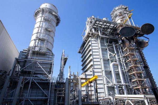 سلطان القاسمي يزور محطة الحمرية المستقلة لتوليد الطاقة الكهربائية في الشارقة