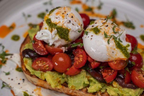ديلي دوز كوفي لاونج يضيف أطباقاً جديدةً  إلى قائمة وجبة الفطور