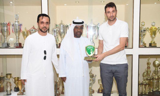 مدرب المنتخب الأولمبي يزور نادي الإمارات